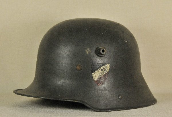 M16 helmet with the 1933 Reich battle flag colors insignia