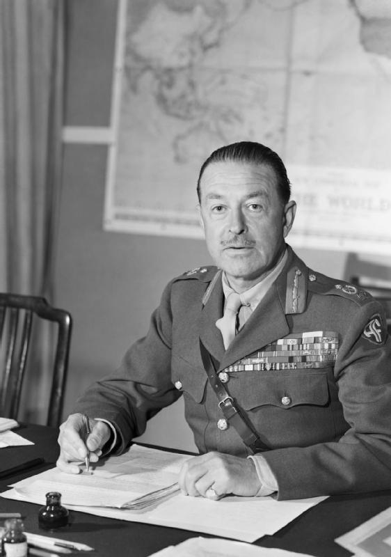 Field_Marshal_Sir_Harold_Alexander,_1945_D26065