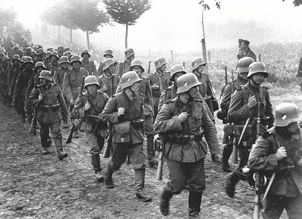 German_infantry_marches_into_Czechoslovakia_(FG)