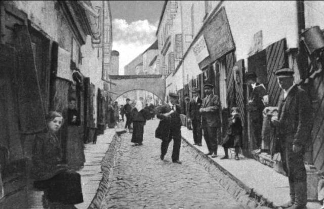 Vilna_ghetto_Street