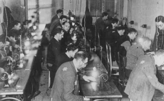 Jewish factory workers in the Litzmannstadt ghetto