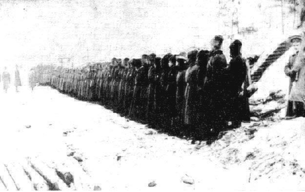 Latvian riflemen preparing to go into battle